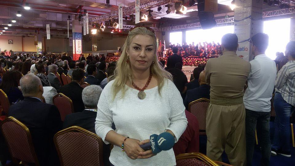 بالصور.. مراسلة قناة العراقية مزيت عبدو تصوت لصالح انفصال كردستان عن العراق